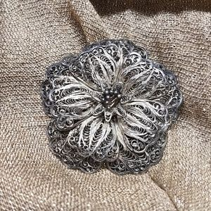 VTG Silver wire filagree 3 dementional flower pin
